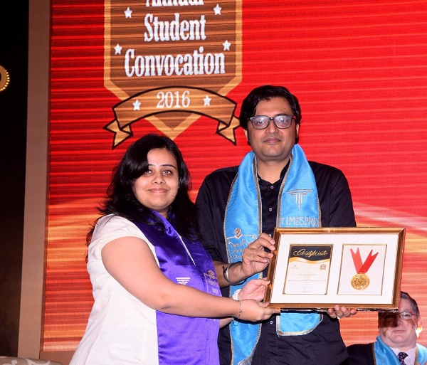 (L-R) TimesPro alumni_ Arnab Goswami, President & Editor-in-Chief, Times Now & ET Now.jpeg (1)