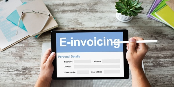 E-Invoice- E-invoicing, Online banking and payment. TEchnology and business concept