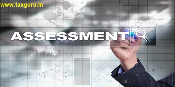 Businessman drawing on virtual screen. assessment concept